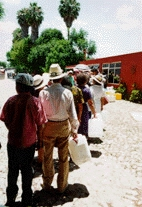 Queueing for water at the Tlacote well